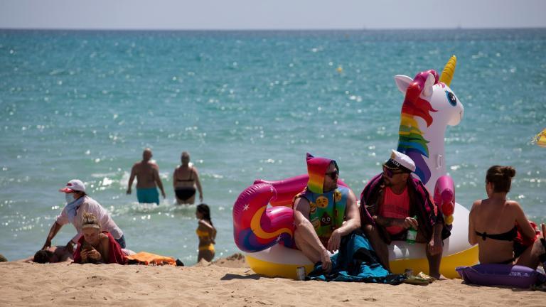 Tourists sunbathe on the beach at the Spanish Balearic Island of Mallorca, Spain, Monday, June 7, 2021. (AP Photo / Francisco Ubilla)