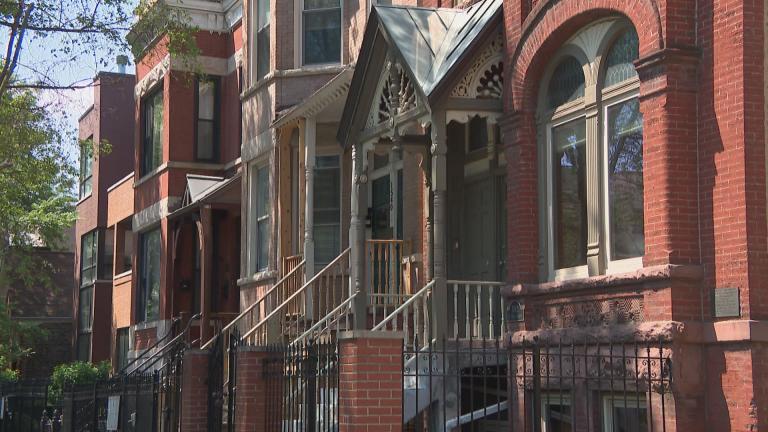 A residential street in Wicker Park in Chicago. (WTTW News)