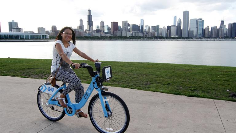 A cyclist rides a Divvy bike along Chicago's lakefront. (Antonio Delgado / Flickr)