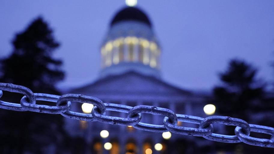 A chain blocks the sidewalk entrance to the front steps of the Maine State House, Wednesday, Jan. 13, 2021, in Augusta, Maine. (AP Photo / Robert F. Bukaty)