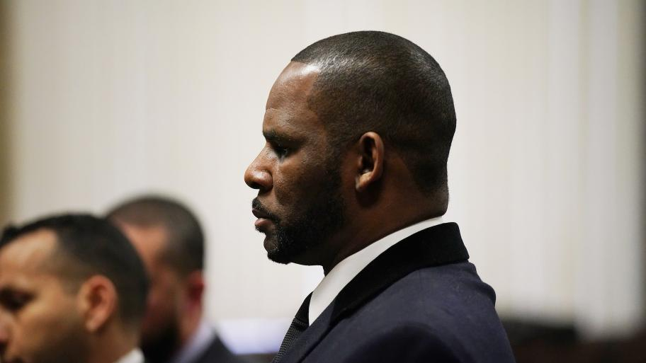 R. Kelly appears at a hearing Tuesday, May 7, 2019 before Judge Lawrence Flood at the Leighton Criminal Court Building in Chicago. (E. Jason Wambsgans / Chicago Tribune / Pool)