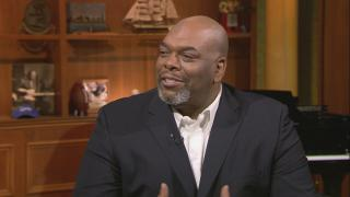 "Former Bears offensive lineman James ""Big Cat"" Williams appears on ""Chicago Tonight"" on Dec. 30, 2019. (WTTW News)"