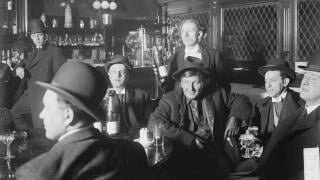 Interior of a Chicago saloon, 1905 (Chicago Daily News negatives collection / Chicago History Museum)