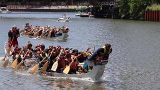 "Team UCAN, a North Lawndale-based nonprofit, used the chant ""UCAN!"" (or ""You can!"") to paddle in sync with each other. (Evan Garcia / WTTW)"