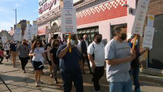 Workers, community members, and labor organization Arise Chicago rally at the 26th Street headquarters, Sept. 30, 2021. (WTTW News).
