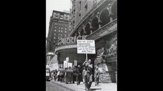 A protest outside Garrick Theater c. 1960 (Richard Nickel / Art Institute of Chicago)