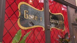 "Gene & Georgetti's restaurant is ""hanging off the edge of a cliff by our fingernails,"" co-owner Michelle Durpetti said. (WTTW News)"