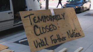 A makeshift sign announces a temporary business closure following looting in downtown Chicago in the early hours of Monday, Aug. 10, 2020. (WTTW News)