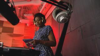 DJ Ayana Contreras at the 95th Street Red Line CTA station. (WTTW News)