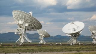 The Very Large Array (VLA) is a collection of 27 radio antennas located at the NRAO site in Socorro, New Mexico. Each antenna in the array measures 82 feet in diameter and weighs about 230 tons. (Photo: Luke Jones / Flickr)