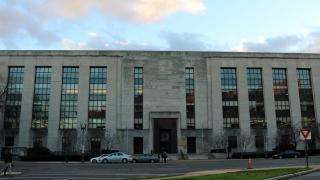 The Wilbur J. Cohen Federal Building in Washington, D.C., where Voice of America is headquartered. (PersianDutchNetwork / Wikimedia Commons)