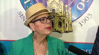 Karen Lewis: Rauner Holding Schoolchildren 'Hostage'