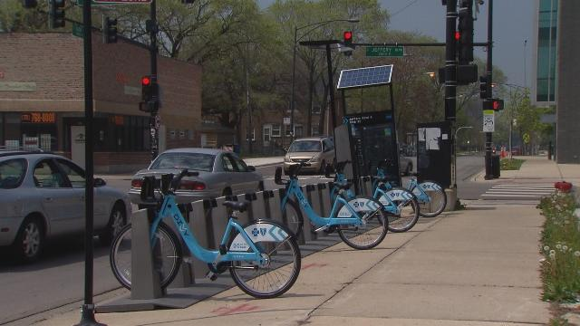 A grant from the Federal Transit Administration will help fund the development of the Ventra App so Divvy members can access and pay for rides with the bike sharing program. (Chicago Tonight)