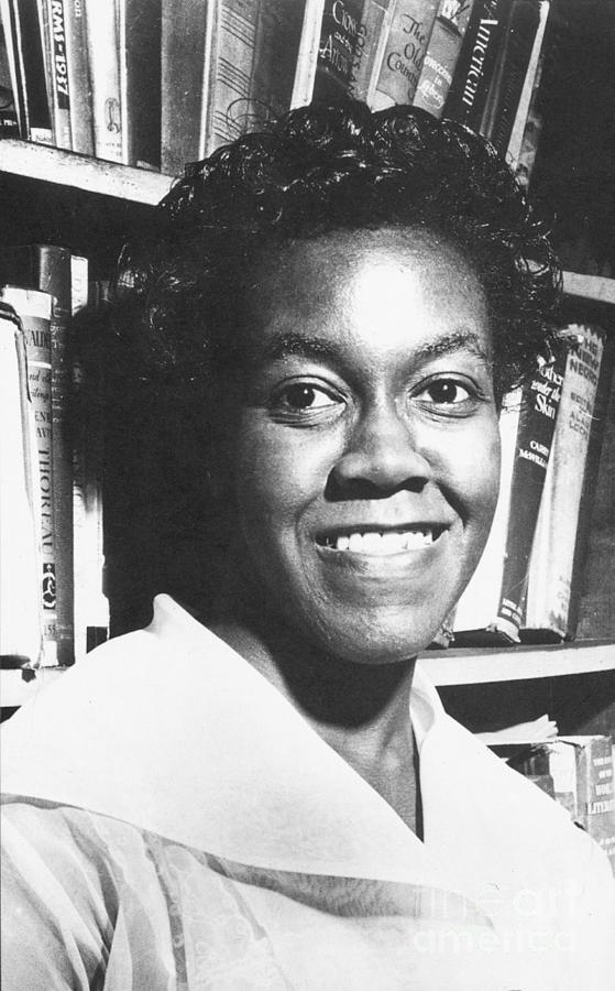 gwendolyn brooks writing style Gwendolyn elizabeth brooks was an african-american poet  she attended  wilson junior college, ranged in style from traditional ballads and sonnets to   in 1943 she received an award for poetry from the midwestern writers'  conference.