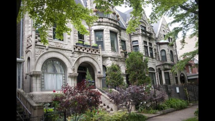 Ornate greystone buildings are common in the city's Bronzeville neighborhood, like these on South Dr. Martin Luther King, Jr. Drive. (Photo by Bill Healy)
