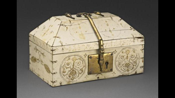 Ivory Casket, Casket. Italy (Sicily), 12th century. Ivory, brass, tempera, gold leaf, 9.5 × 15.9 × 9.7 cm. Art Institute of Chicago, Samuel P. Avery Endowment (1926.389) / Art Resource, NY