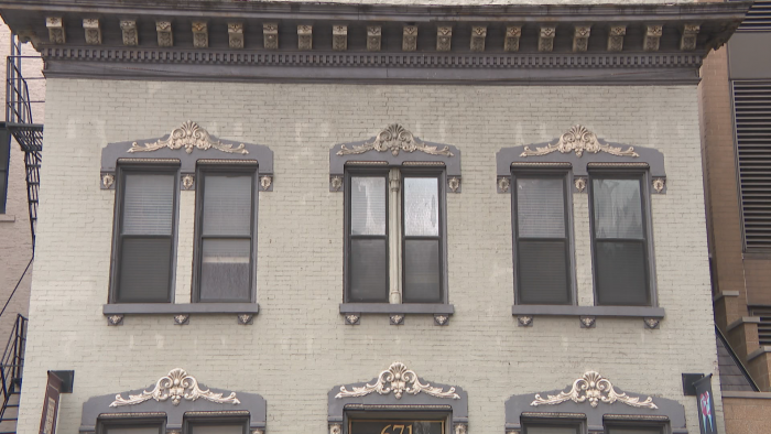 671 N. State St. is a brick building with Italianate ornament. (Felix Mendez / WTTW News)