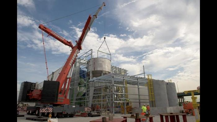 A reactor is put in place during construction at the Stickney facility. (Courtesy Metropolitan Water Reclamation District of Greater Chicago)