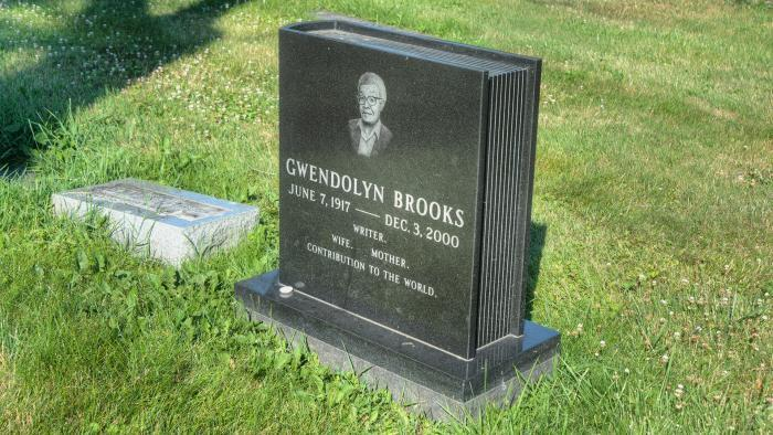 Gwendolyn Brooks, Lincoln Cemetery (Credit: Larry Broutman)