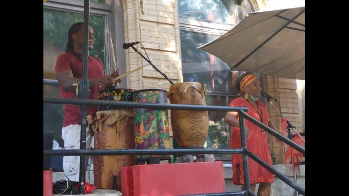 Jean-Paul Coffy and Yakini Ajanaku perform on their front porch in Kenwood. (Erica Gunderson / WTTW News)
