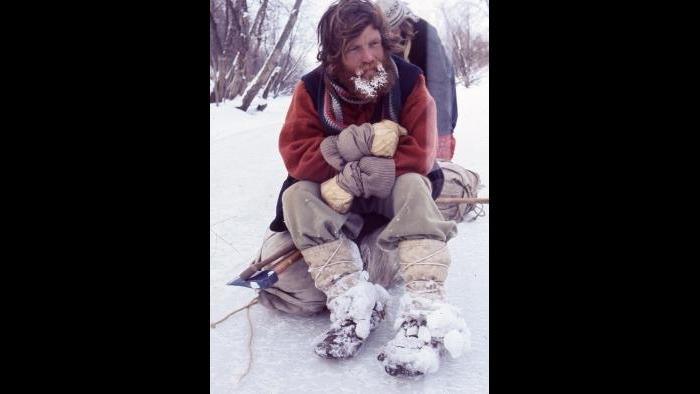 Terry Cox takes a break and tries to get warm on the Kankakee River near Shelby, Indiana, on January 11, 1977. (Photographers of the La Salle: Expedition II)