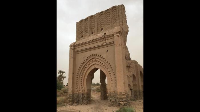 Gate of the Wind) or Bab Fez (Gate to Fez)stands at the northern limit of Sijilmasa. Ancient arcades over a portal were restored in a more recent era. Photograph by Kathleen Bickford Berzock, 2017