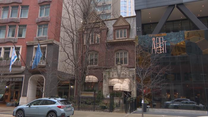 The Queen Anne building at 222 E. Ontario St. (Felix Mendez / WTTW News)