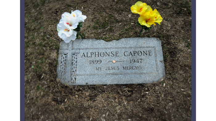 Al Capone, Mount Carmel Cemetery (Credit: Larry Broutman)