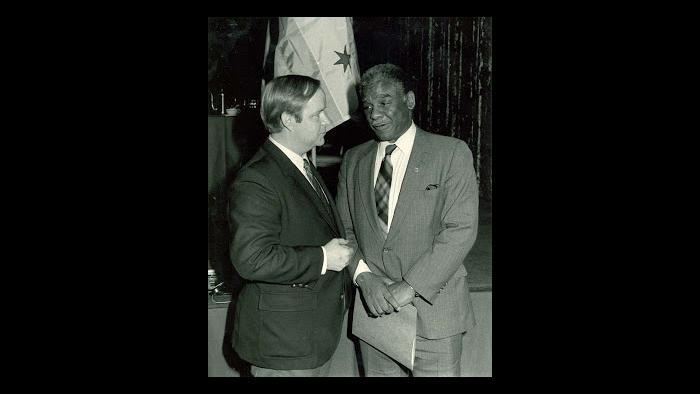 Bruce DuMont and Mayor Harold Washington (Courtesy Bruce DuMont)