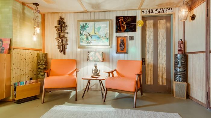 The homeowners decorated with their collection of tiki mugs and art. (Courtesy of Chicago Bungalow Association)