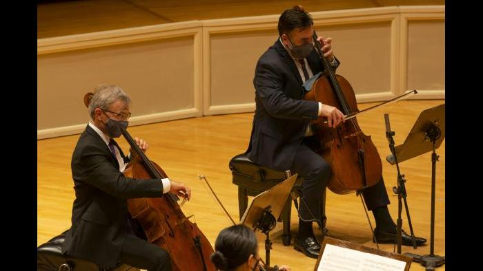 From left: CSO Principal Cello John Sharp and CSO Assistant Principal Cello Kenneth Olsen. (Credit: Todd Rosenberg Photography)
