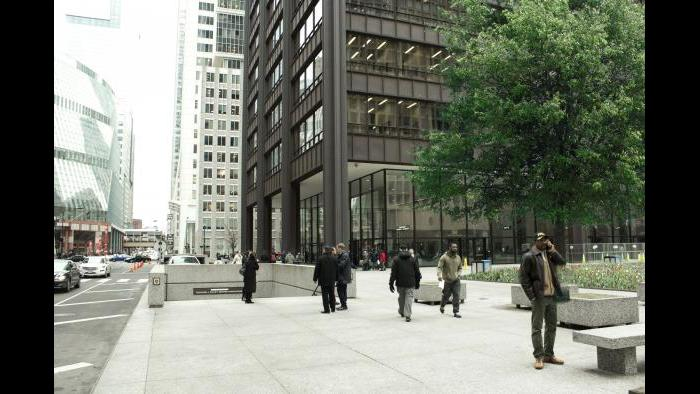 Before: Daley Center, street level. (Courtesy of the Environmental Law & Policy Center)