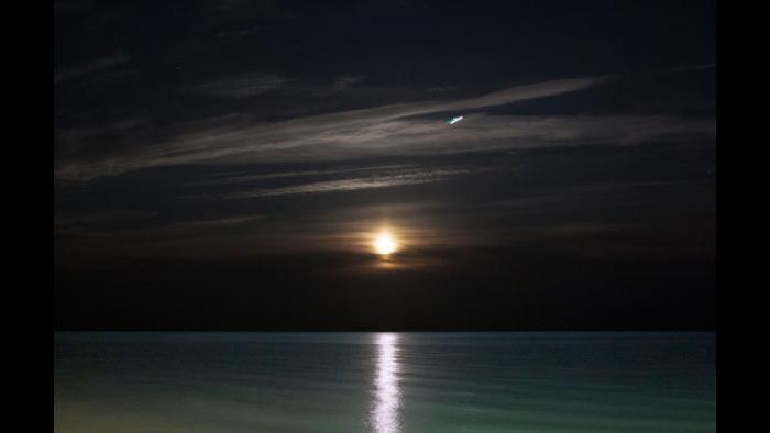 Photo by Daniel Christmas: Super Moonrise 252,000 miles from earth at 5:50pm CST Lake Michigan at Chicago's Last Beach, Nov. 14, 2016 (Full Photo)