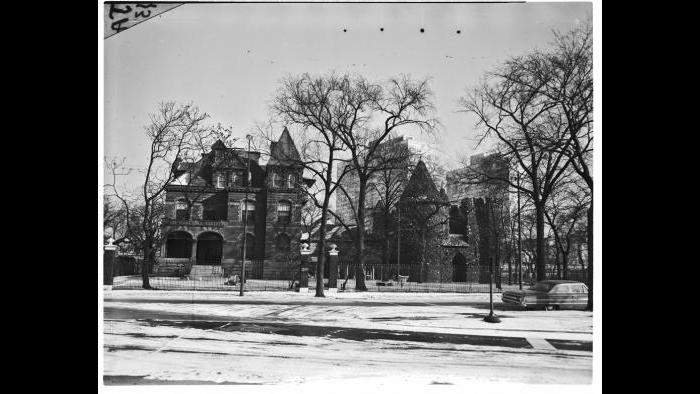 George Hardin's house and castle-like museum were among the very last of the structures to be removed on Lake Avenue during the 1960s. The trustees of the museum fought condemnation by the city unsuccessfully.