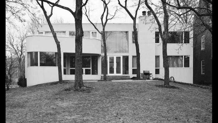 The sculptural rear elevation of the Epstein residence looks over the deep grounds typical of a Kenwood lot. This section of the neighborhood was planned without any alleys, providing complete privacy in the backyard.