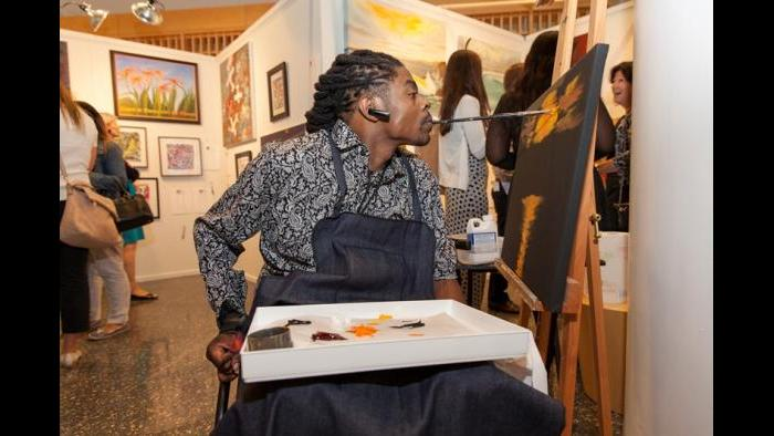 Mouth painter Antonio Davis at the 2015 Art in Motion fundraiser. (Jeffrey Ross Photography)