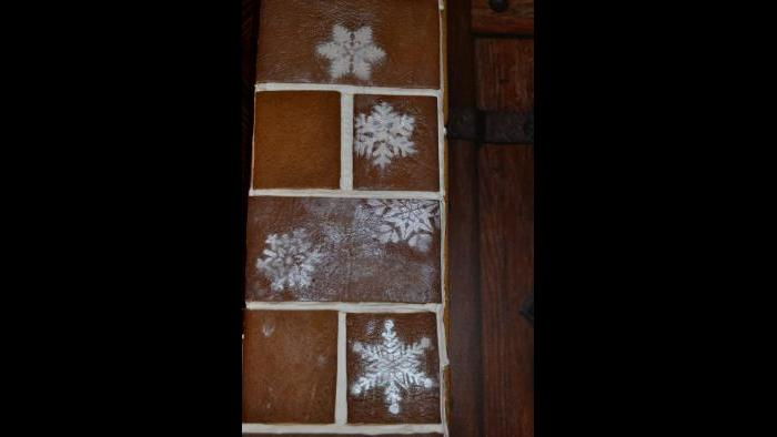 Cocoa butter and stencils are used to create snowflakes. (Kristen Thometz / Chicago Tonight)
