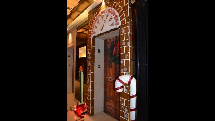 Exterior of the 2015 Gingerbread Express (Kristen Thometz / Chicago Tonight)