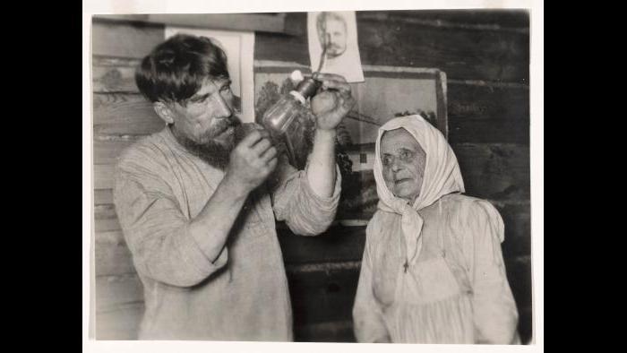 """Arkadii Shaikhet. """"Lenin's Light Bulb,"""" 1925. The Art Institute of Chicago, restricted gift of Joyce Chelberg. © Arkadii Shaikhet Estate, courtesy of Nailya Alexander Gallery, New York."""