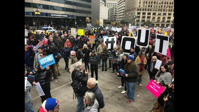 Protesters gather at Trump Tower in Chicago on Monday, Oct. 28, 2019l. (Steve Eisen / WTTW News)