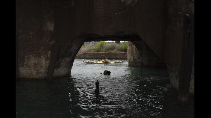 Kayaking in the Calumet River. (Luke Brodarick / Chicago Tonight)