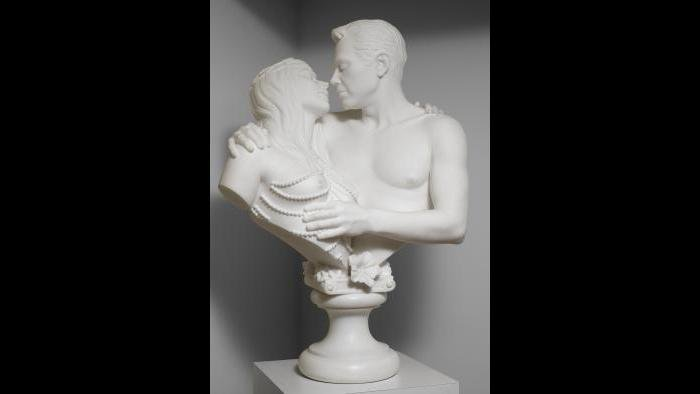 Jeff Koons. Bourgeois Bust – Jeff and Ilona, 1991. (Courtesy of the Art Institute of Chicago, Gift of Edlis/Neeson Collection)