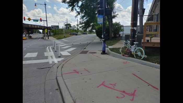 "A ""bump-out"" to slow down right-turning drivers at Kilbourn and Milwaukee avenues. (Erica Gunderson / WTTW News)"