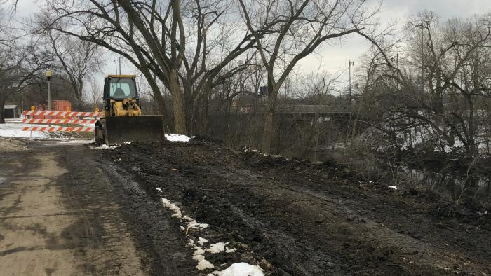 In the spring, the riverbank will be planted with 277 trees and shrubs, 950 seedlings per acre and 56 pounds of native seed per acre. (Patty Wetli / WTTW News)