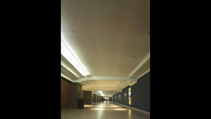 Before: Macy's corridor, pedway level. (Courtesy of the Environmental Law & Policy Center)
