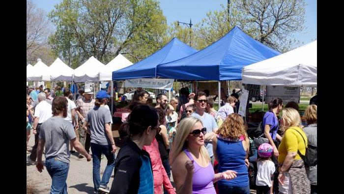 Shoppers at Green City Market. (Photo by Cindy Kurman / Kurman Communications)