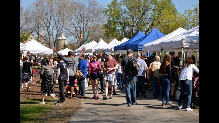 Crowd at Green City Market. (Photo by Cindy Kurman / Kurman Communications)