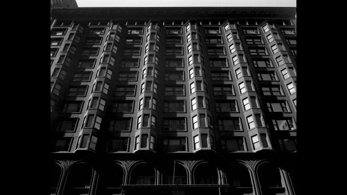 The wide facade of the Chicago Stock Exchange building at 30 N. LaSalle St. (Courtesy the Richard Nickel Archive/ Ryerson and Burnham Archives/ The Art Institute of Chicago)