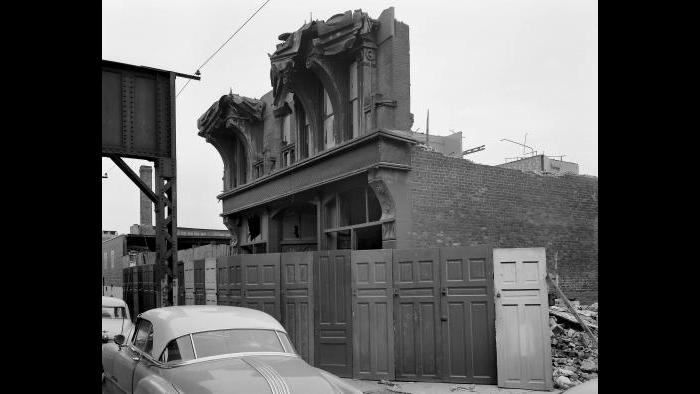 Nickel sought help in finding out when the Knisely Store and Flats would be razed–but demolition was already underway by the time he arrived. (Courtesy the Richard Nickel Archive/ Ryerson and Burnham Archives/ The Art Institute of Chicago)