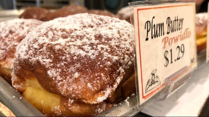 Classic plum butter paczki at Kolatek's Bakery. (Patty Wetli / WTTW)
